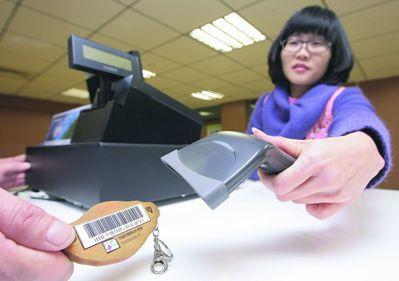 使用電子發票,方便對獎,公用事業也趕上潮流。 本報資料照片