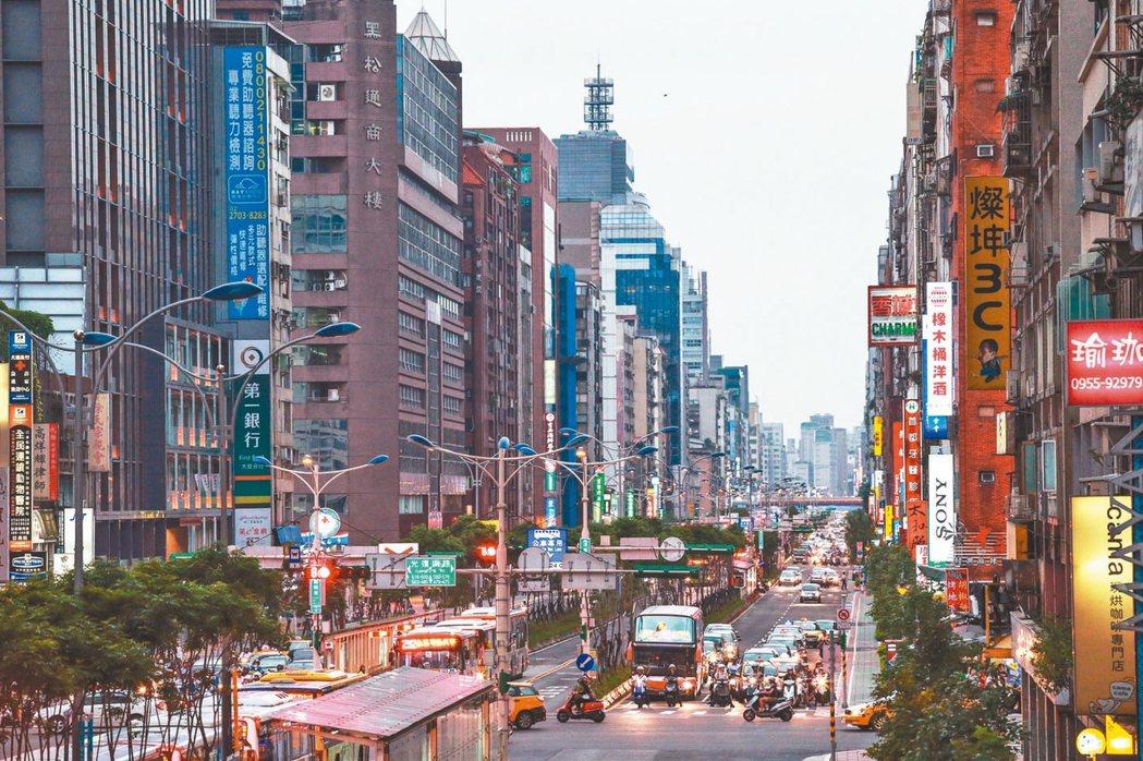 台北市仍有機會以5字頭房價進駐市中心,市郊區更能以3、4字頭入住。 (本報系資料...