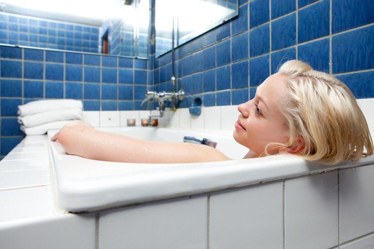 泡澡示意圖。 情境圖片/ingimage