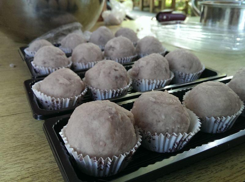 芋泥球DIY也是馬郭芋頭園的超夯體驗之一。(澤澤稱奇‧小澤提供)