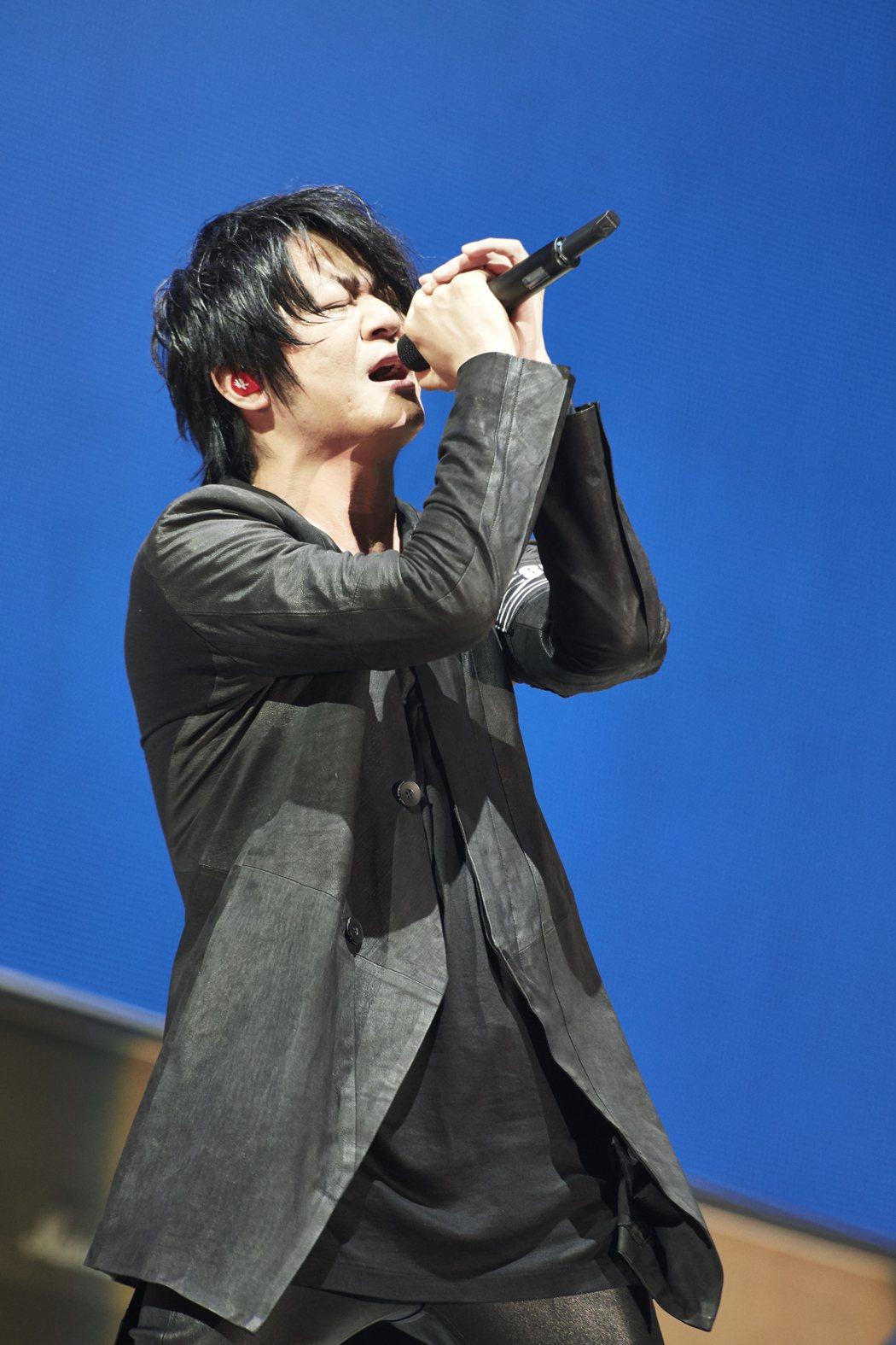 TERU在演唱會上忘情飆高音。圖/相信音樂提供