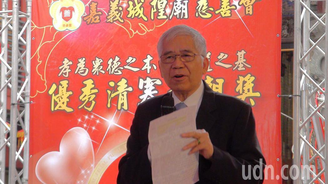 嘉義市副市長張惠博以自身的求學經驗,勉勵受獎學生靠教育翻轉人生。記者王慧瑛/攝影