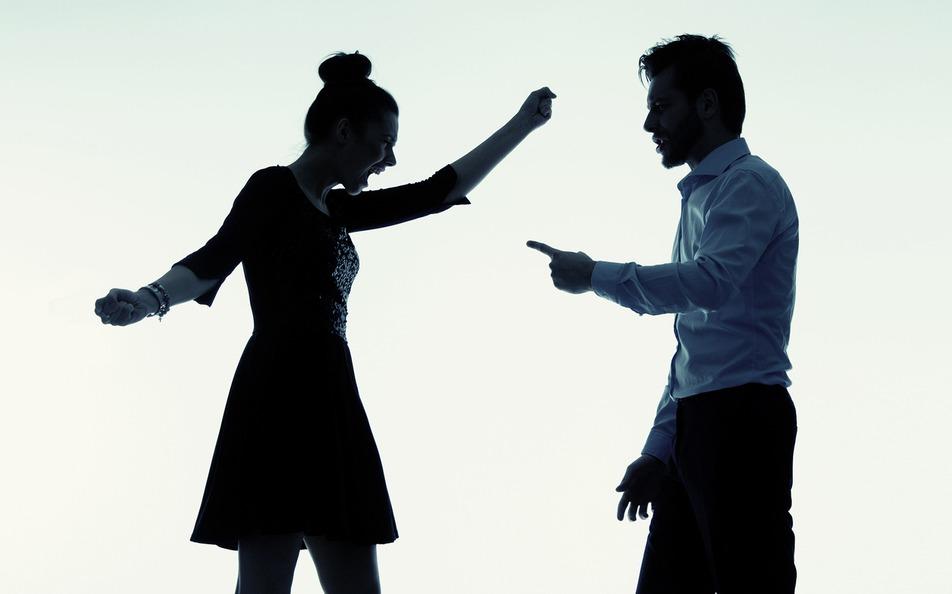 男方認為女方婚前協議書規定太離譜,決定毀婚結束這段感情。 示意圖/ingimag...