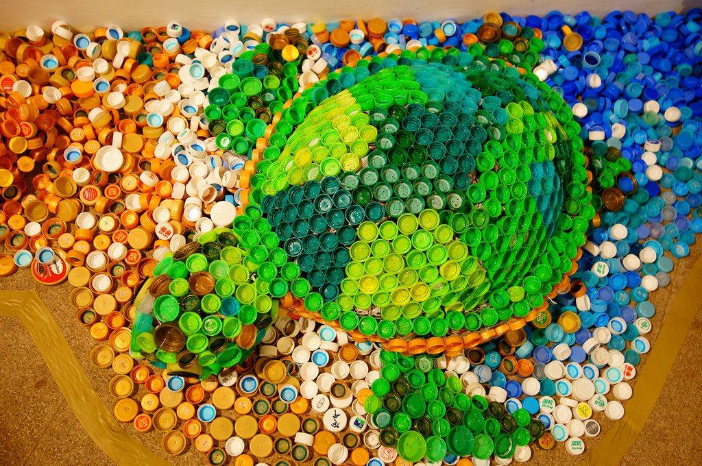 從生活做起吧!別讓海洋失去海龜等生命,只剩我們丟棄的瓶蓋等塑膠。(圖為海廢藝術:...