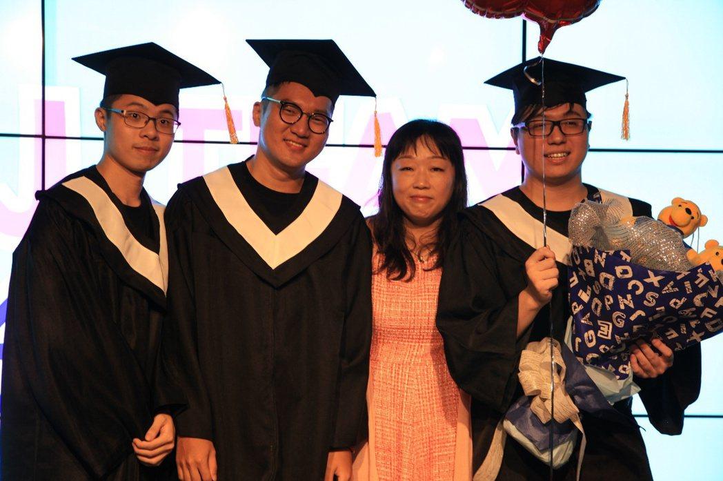 前TPA領隊泡芙驚喜現身,祝福即將畢業的Bebe、Morning和Jay。