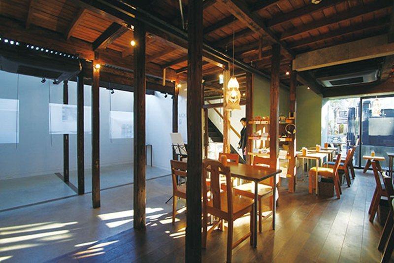 保有古老日式木造建築風貌,結合了咖啡廳與藝術空間的複合設施,處處風情萬種。