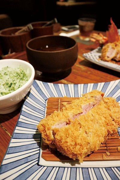 国産銘柄豚ひれかつ定食(豬腰肉定食)¥2400/外酥內軟的腰內肉,搭配青紫蘇飯和...