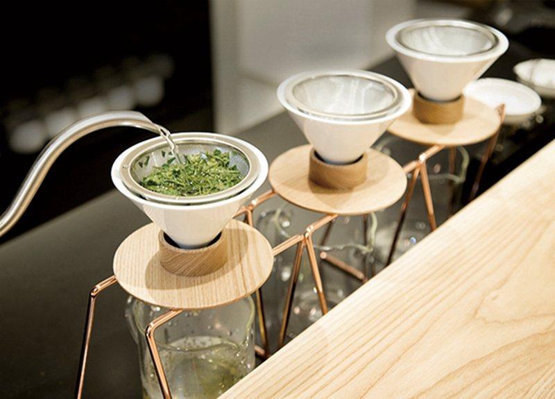 同一種茶葉透過3次不同水溫的手沖式泡茶,每次的味道亦各有不同。