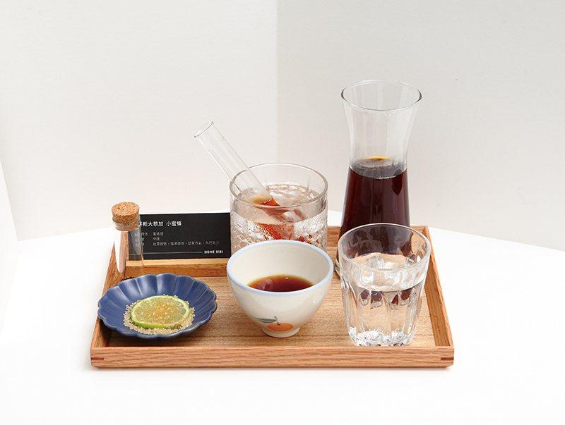 手工沖煮咖啡 220元/店內每個月都會挑選三支單品豆,以提供整套體驗為概念,讓客...
