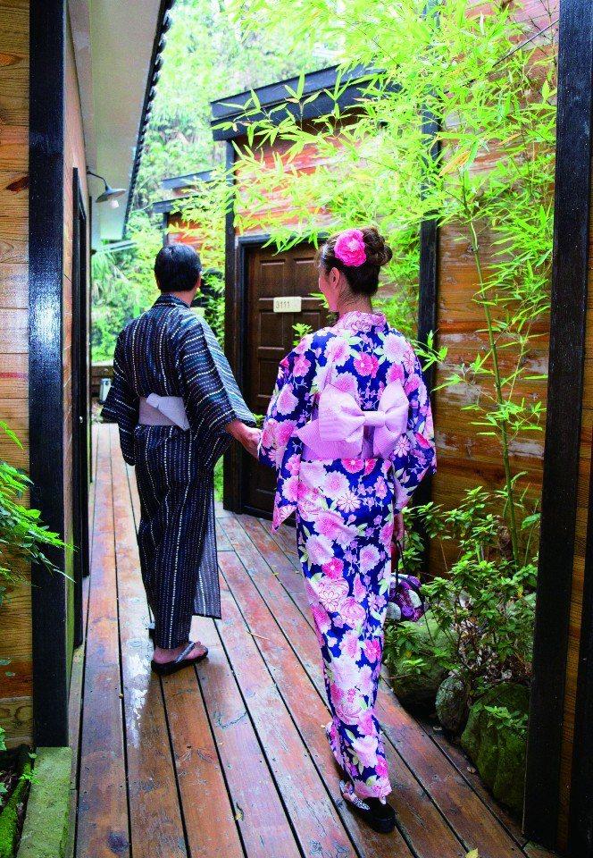 浴衣體驗,化身櫻花妹在庭園區拍照留念。(圖片提供/苗栗觀光協會)