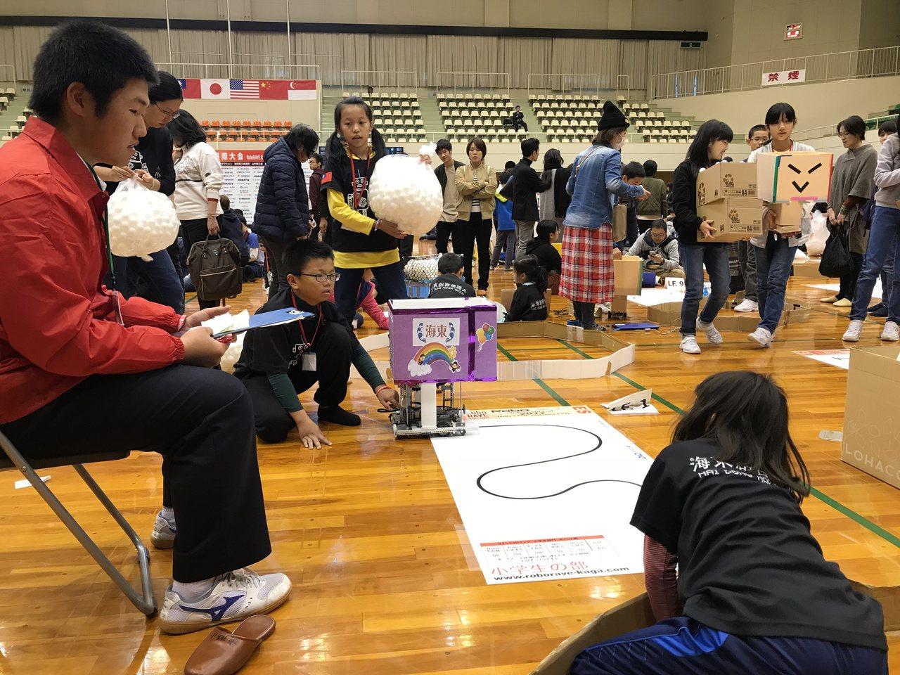 台南代表隊參加日本加賀國際機器人大賽,海東國小獲國小組Line Followin...