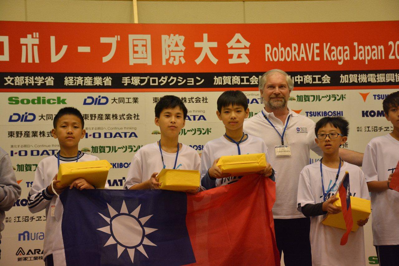 台南代表隊參加日本加賀國際機器人大賽,佳里國中獲國中組Line Followin...