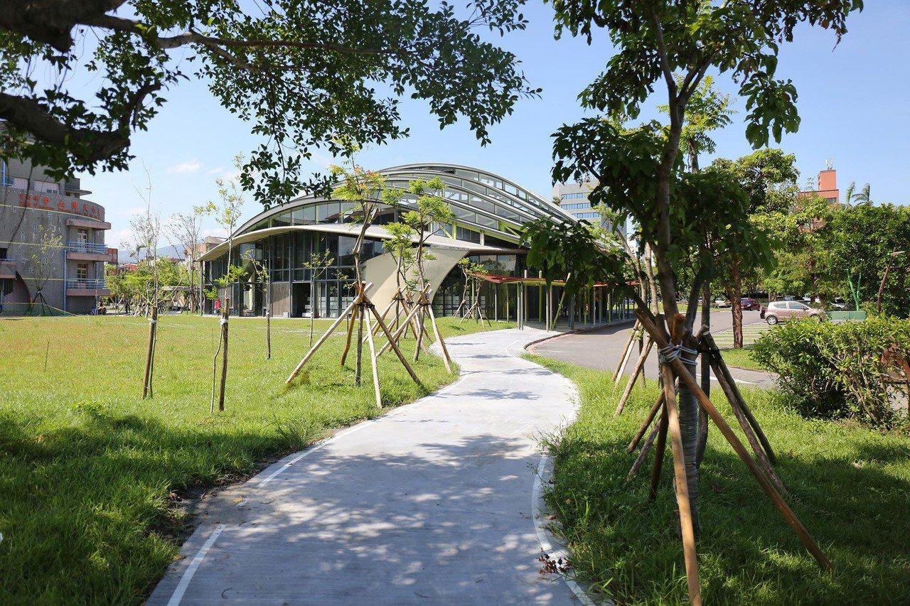2017台灣建築獎佳作為中山小巨蛋與周邊通學廊道。圖/建築師雜誌提供