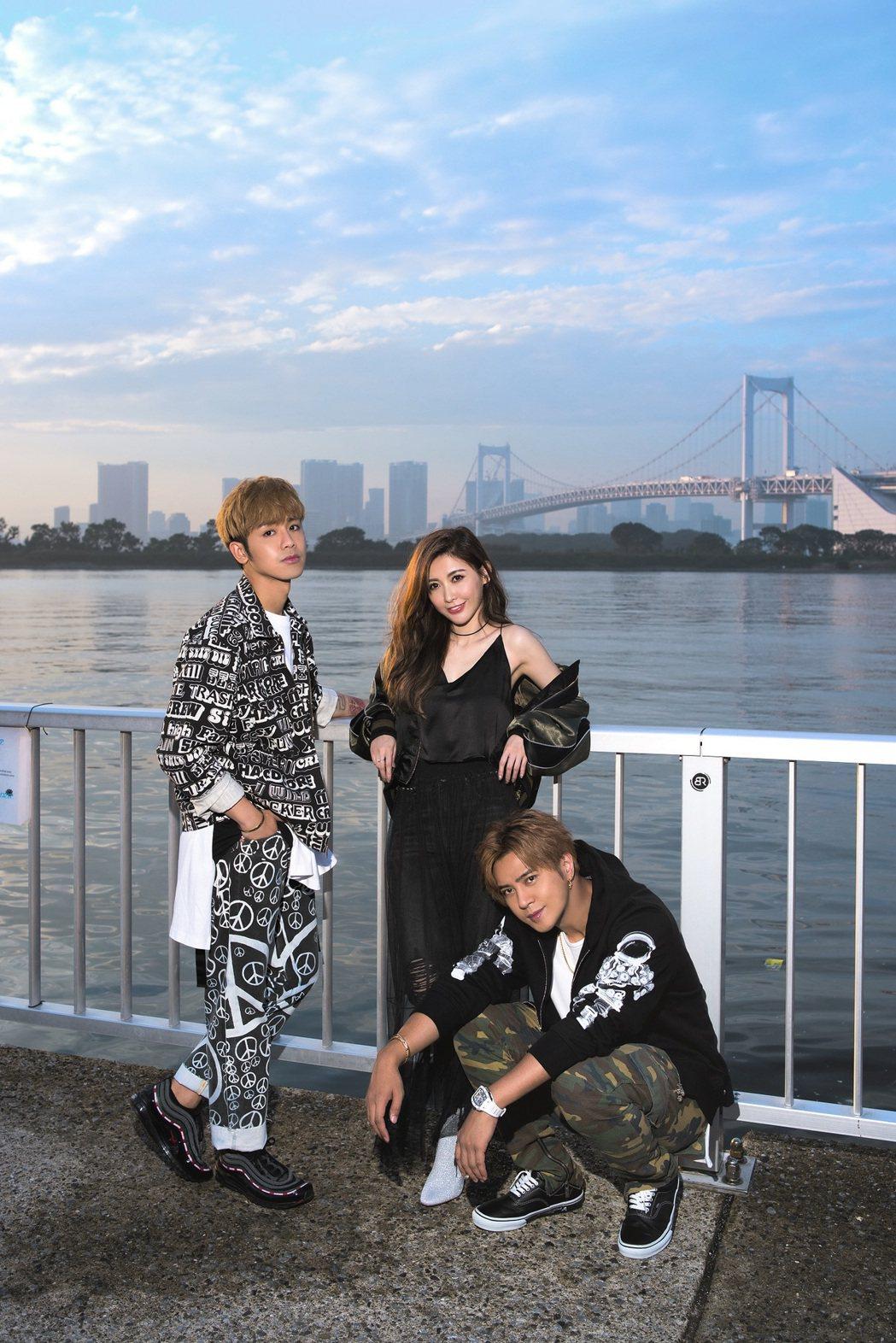 愷樂(中)、鼓鼓(左)、羅志祥(右)在日本合體拍MV。圖/EMI提供