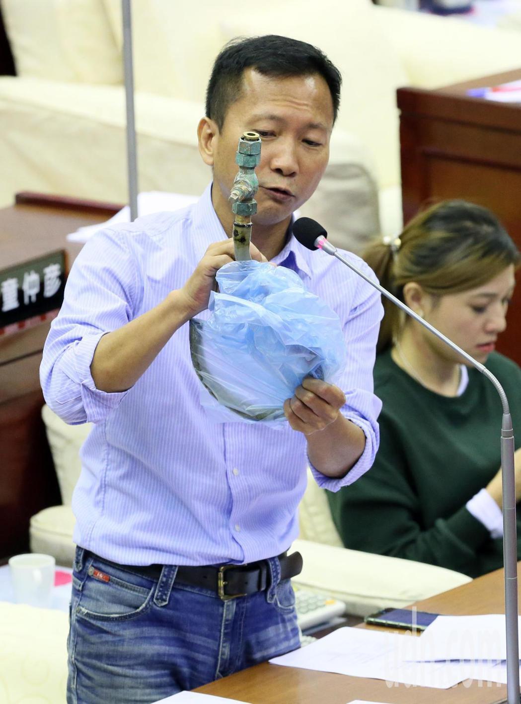 日前台北市長宣布完成鉛水管汰換計畫,而後卻陸陸續續有地區傳出發現鉛管,市議員李慶...