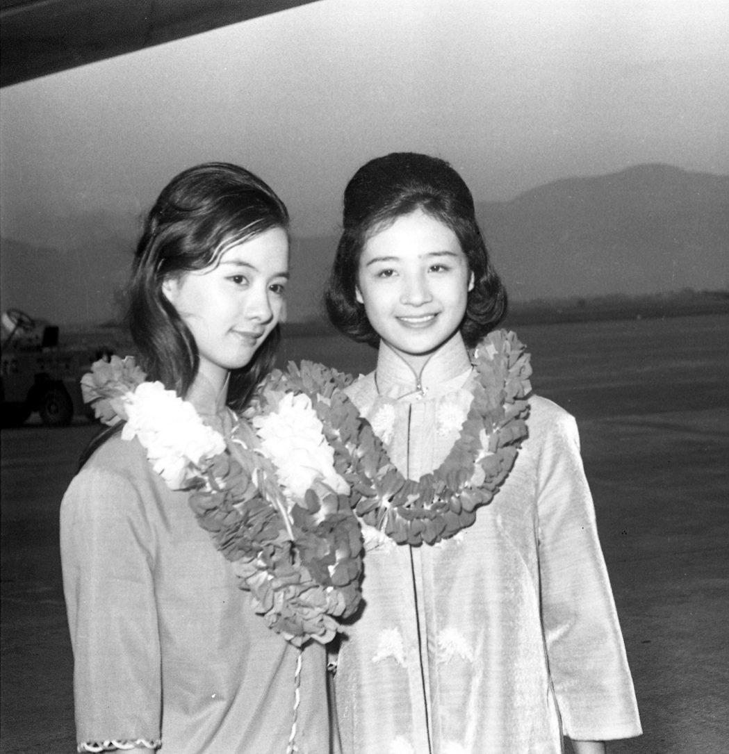 江青(右)比汪玲(左)還小,卻在電影裡演媽媽。圖/聯合報系資料照