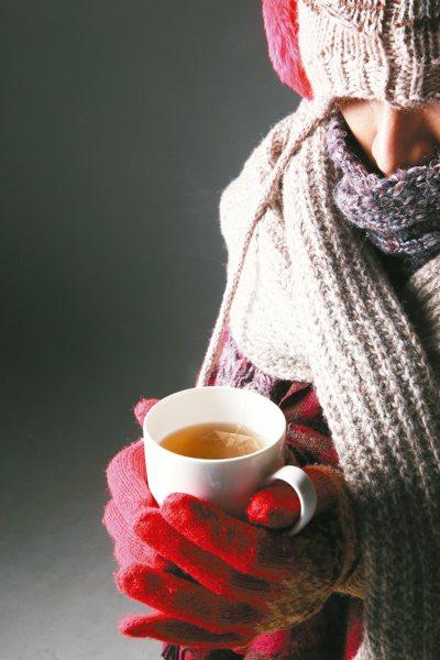 季節轉換,氣溫驟降,若出現嗜睡、體力變差,稍微走路就喘不停,而且愈冷愈喘,症狀加...