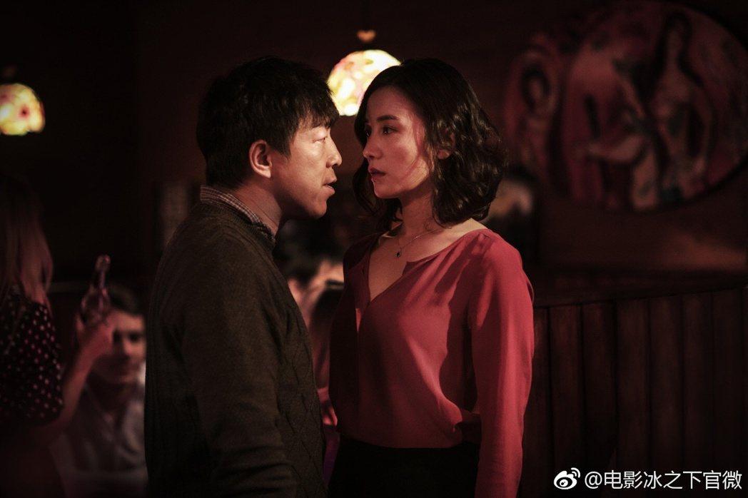 黃渤在「冰之下」中有突破演出。右為女主角宋佳。圖/摘自微博