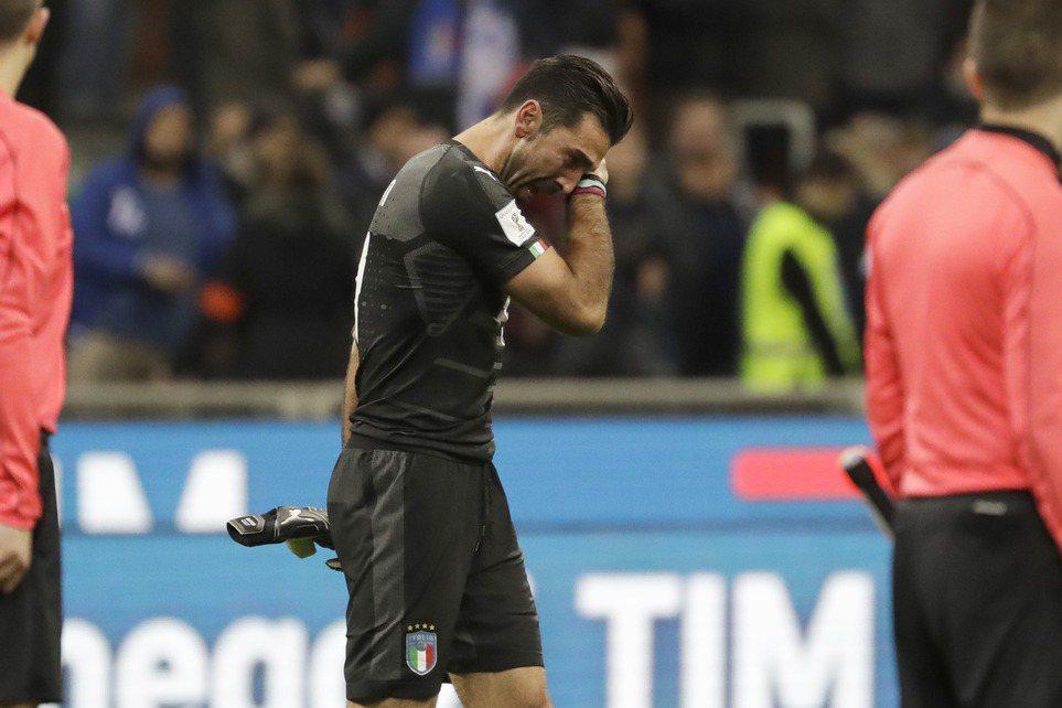 4屆冠軍義大利確定無緣世足賽,門神布馮落下男兒淚,也宣告退出國家隊。 美聯社