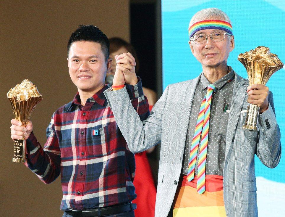總統文化獎表揚晚會昨天在中山堂舉行,文化獎得主舒米恩·魯碧(左)與祁家威(右)一...