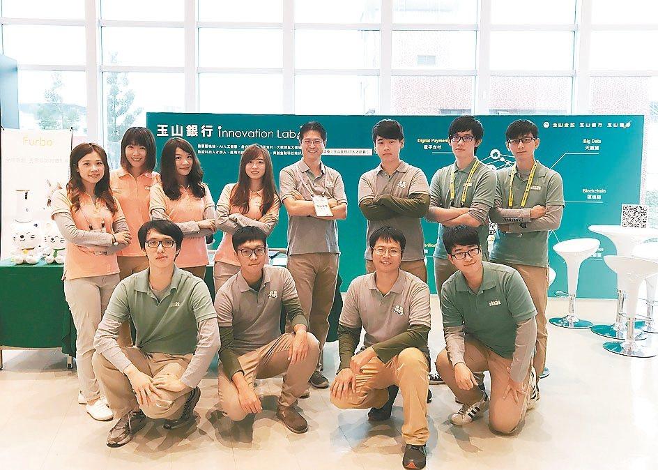 玉山銀行連續3年攜手台灣資料科學年會舉辦論壇演講,期望培育更多優秀的金融科技人才...