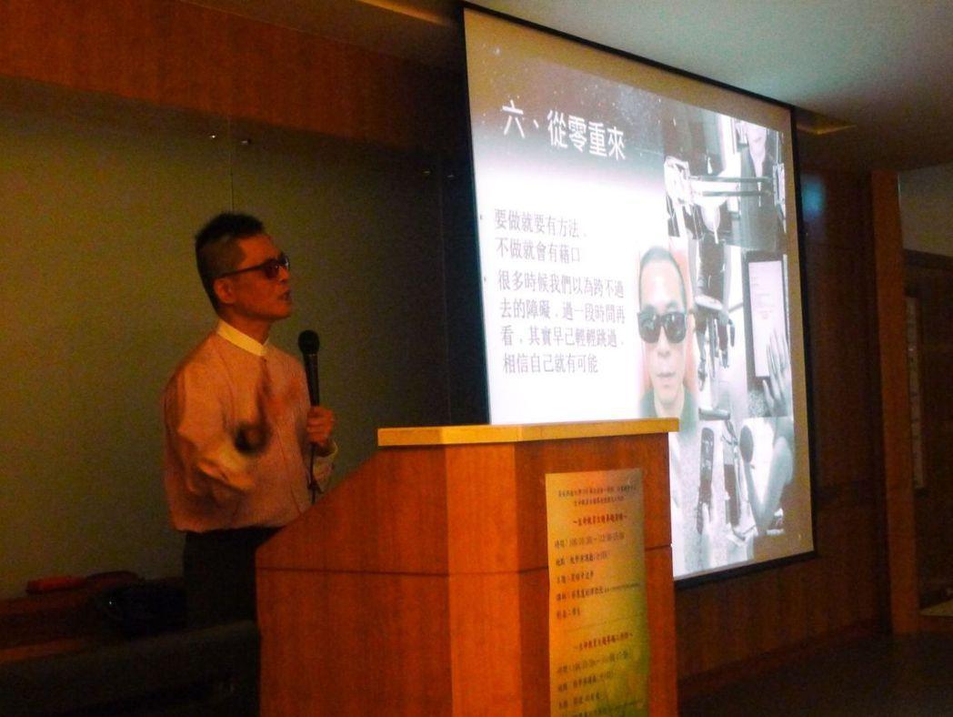 講師台前演講生命的價值與意義。 圖/高苑科大提供