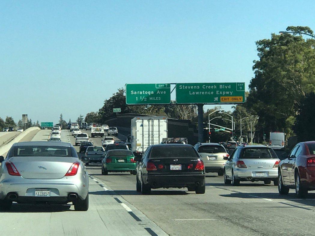 矽谷的880、280、101等主要交通幹道,上下班尖峰時間處處塞車。(特派員許惠...