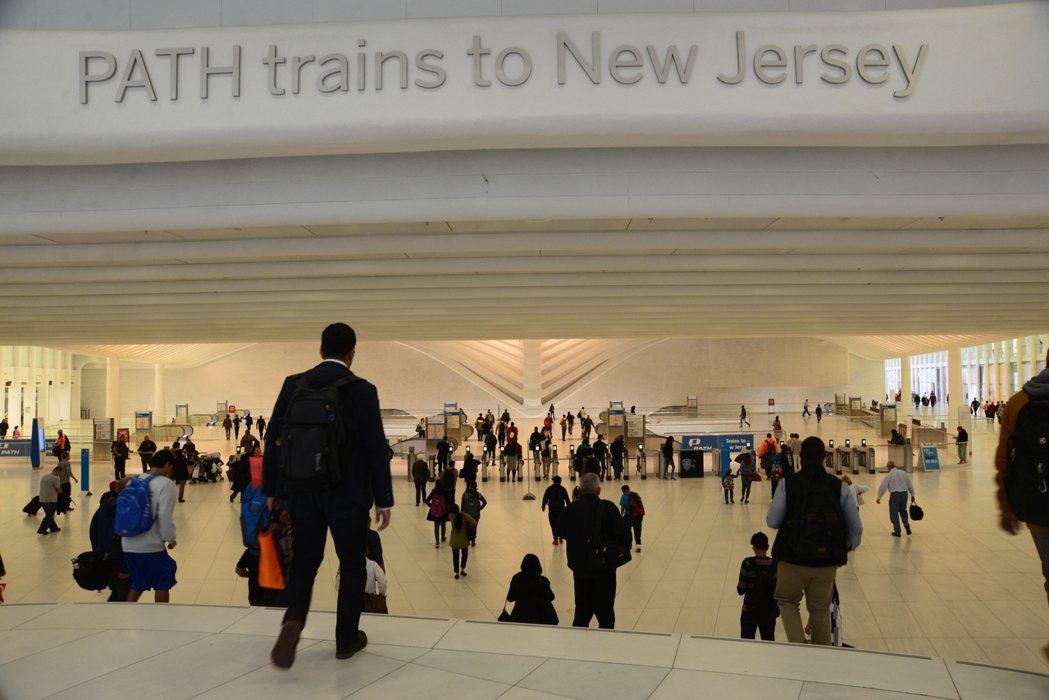 全美越來越多州的居民因租金上漲,不得不搬離城市,以搭乘火車或地鐵通勤。據統計,紐...