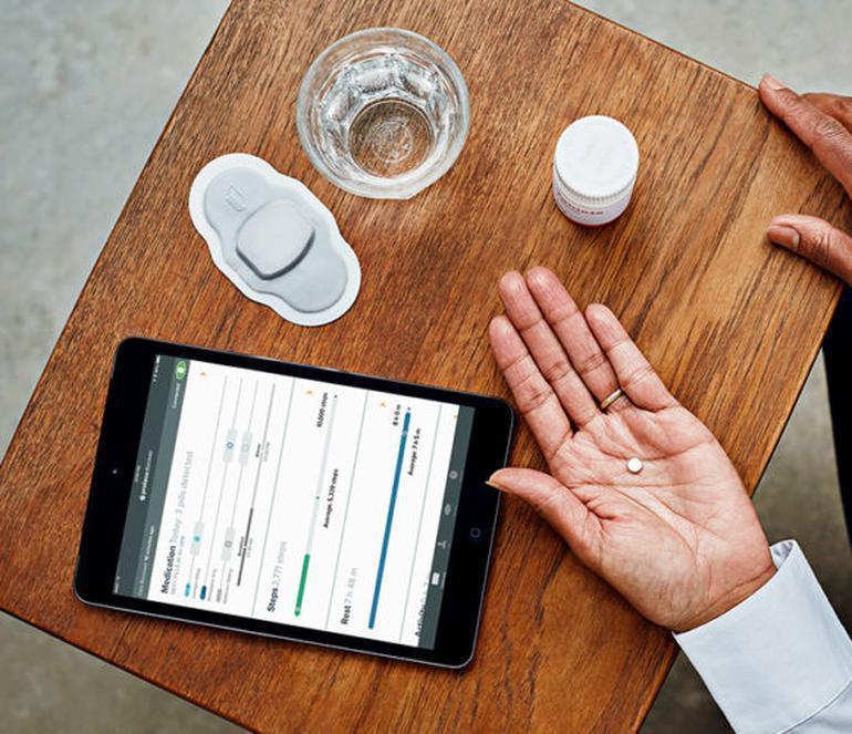 美國食品暨藥物管理局(FDA)批准首款「數位藥丸」,內嵌感應器以助追蹤患者服藥狀...