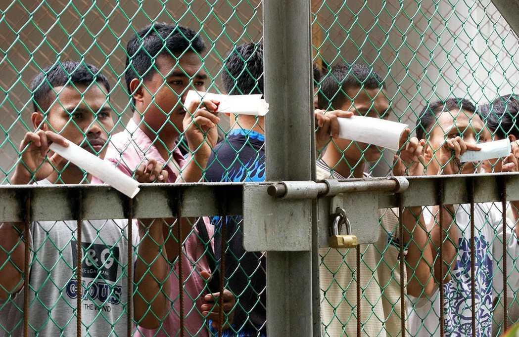 馬來西亞在2002年修改移民法,以無證件外來者製造犯罪與社會問題為由,施予鞭刑。...