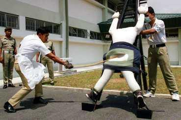 鞭刑是對嚴刑制度的嚮往?新馬的實踐概況