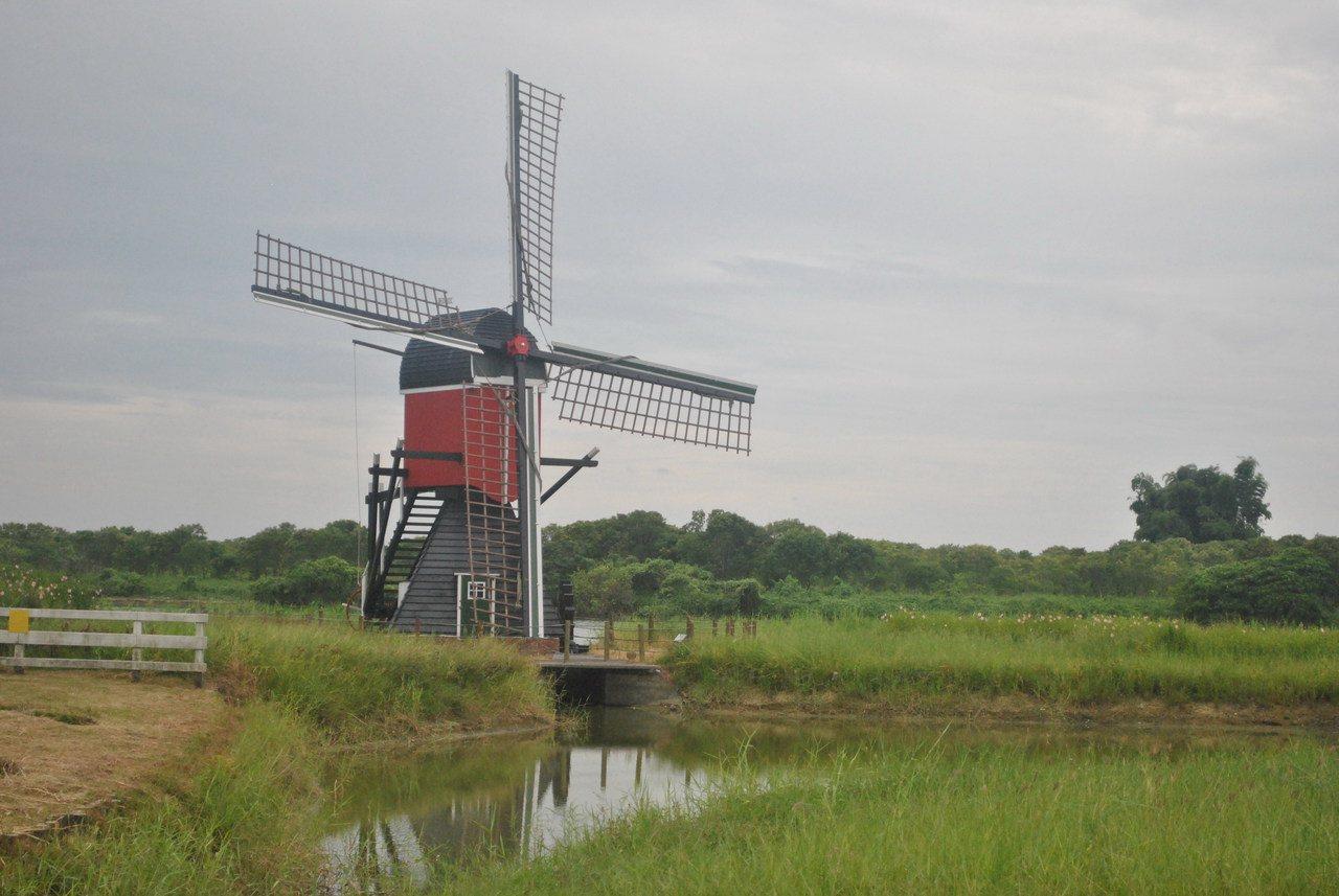 大紅色的荷蘭風車,是不是很吸引人呢! 圖/涂盛發提供