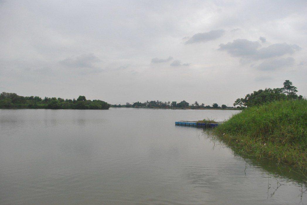 德元埤上,有教練指導的獨木舟,可以嘗試看看喔。 圖/涂盛發提供