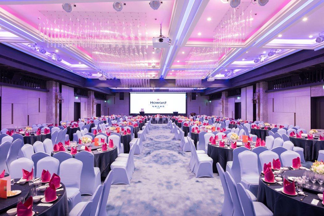 高雄福華大飯店斥資數千萬全新裝潢宴會廳,擁有電影院等級的350吋Full HD高...