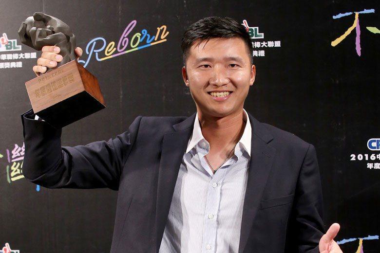 郭勝安從一軍無出賽被釋出,轉隊後成為牛棚主將,卻又因出賽頻繁控球失調,今年成績退...