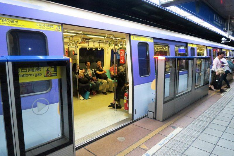 明年1月1日開始,只要是設籍在台北市的6至12歲兒童,就可享6折票價折扣。(ph...