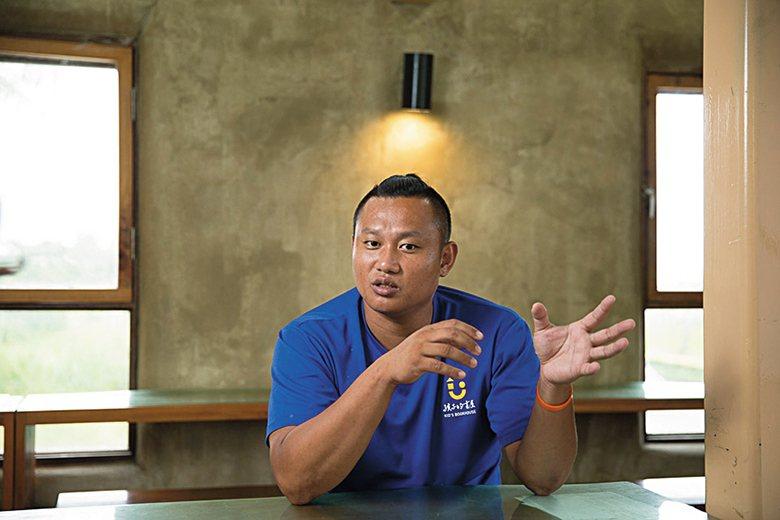 彥凱是陳爸的姪兒,青林書屋、黑孩子黑咖啡、乃至於生活村,都是他擔任工頭,率領孩子...