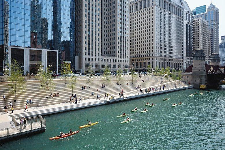 落成後,水上行舟成了眾人躍躍欲試的休閒活動。