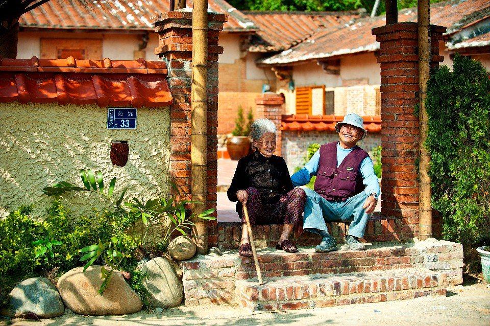 來「東里家風古厝民宿」可以親自扮裝演出古裝戲,一圓大家的演員夢。(圖片提供/苗栗...