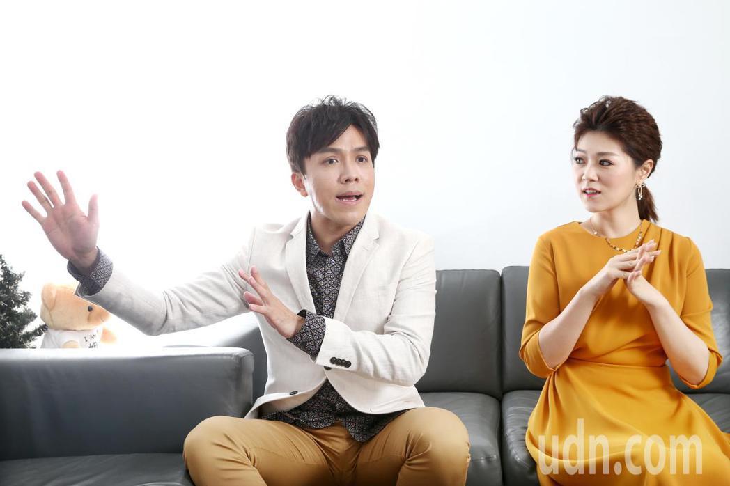 許志豪(左)與曹雅雯(右)接受專訪,曹雅雯回憶當年參加比賽,靠早餐店的吐司邊充飢...