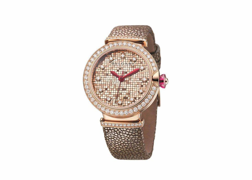 寶格麗Lvcea Mosaic腕表,18K玫瑰金表殼搭配玫瑰金馬賽克方磚組成表盤...