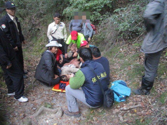苗栗縣務會議今天通過自制條例草案,減少登山搜救資源浪費。圖/保七總隊第五大隊提供