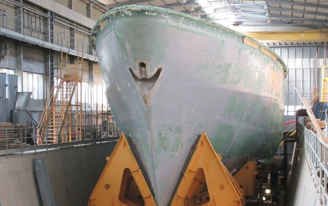 在義大利起造的首艘獵雷艦艦艏。圖/慶富提供