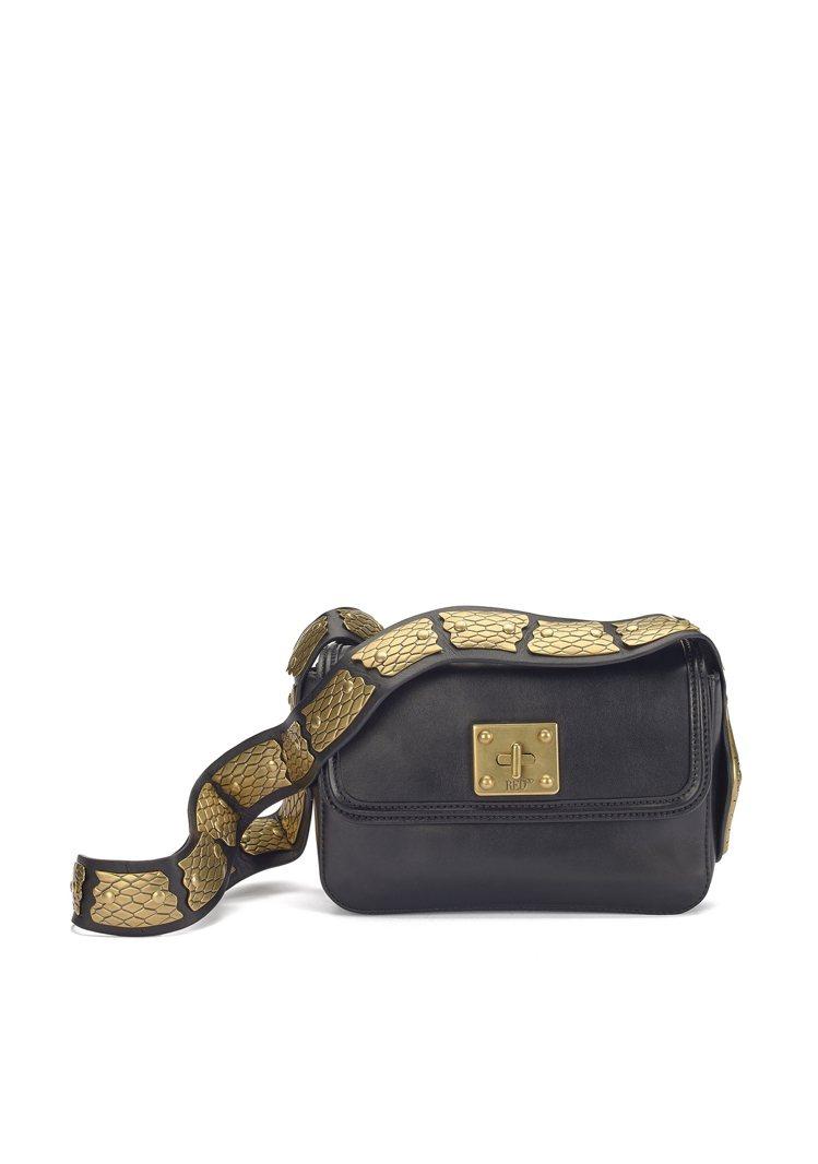 SIN蛇形金屬背帶肩背包,54,800元。圖/REDValentino提供