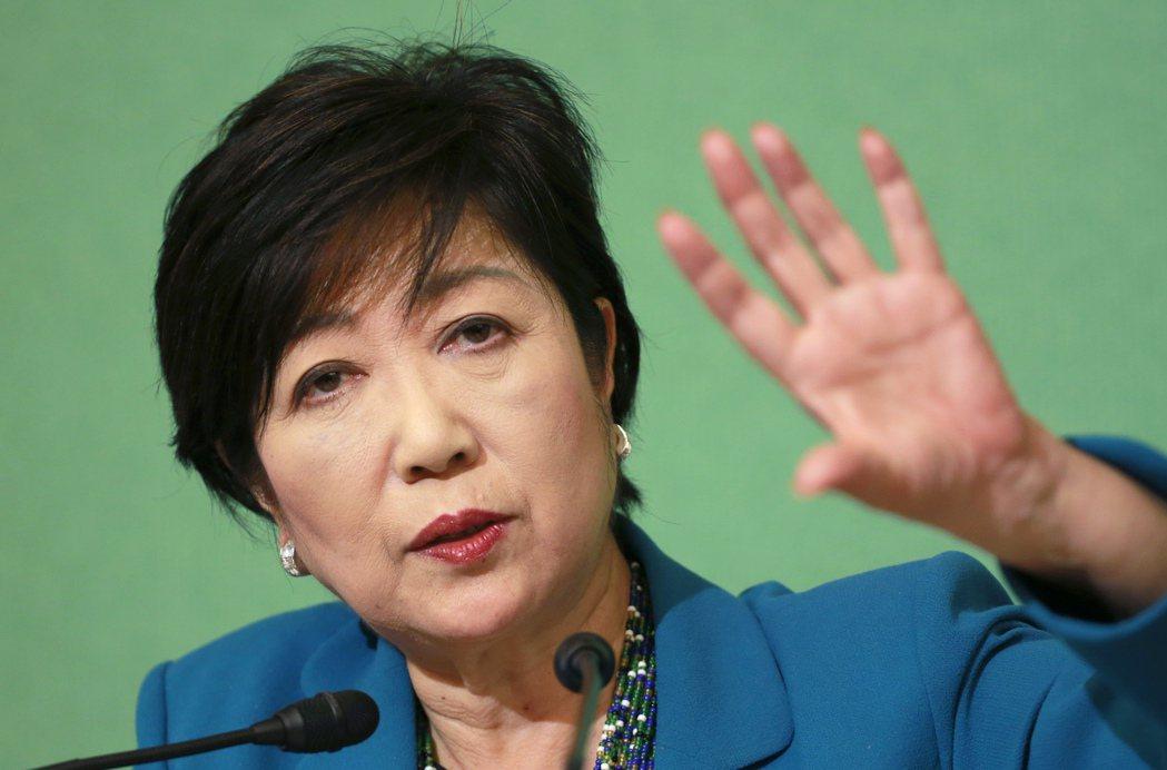 東京都知事小池百合子宣布請辭希望之黨主席。(美聯社)
