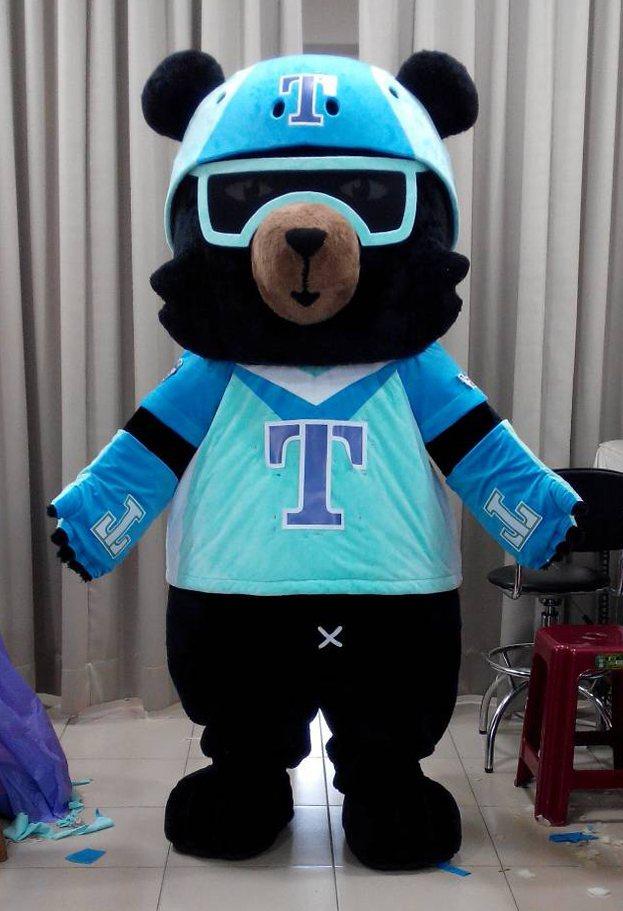 交通部觀光局的吉祥物「喔熊」由「台灣阿誠」製偶團隊製作。記者吳思萍/攝影