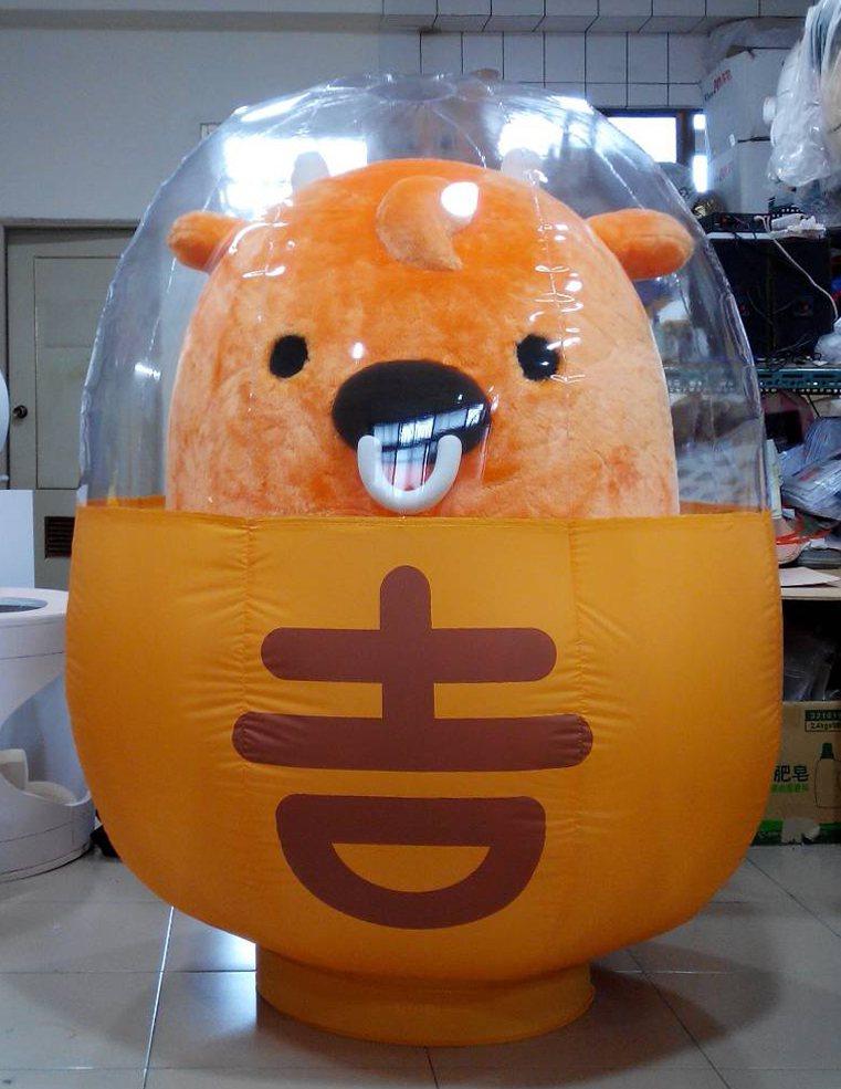 吉野家的吉祥物「吉寶」由「台灣阿誠」製偶團隊製作。記者吳思萍/攝影