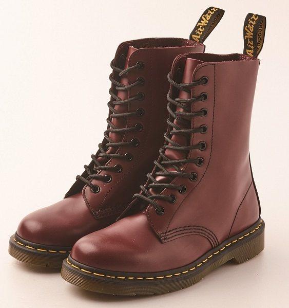 Dr. Martens 經典十孔馬汀鞋,原價6,980元、優惠價3,480元,...