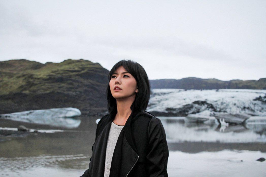 孫燕姿赴冰島拍攝「風衣」MV。圖/環球提供