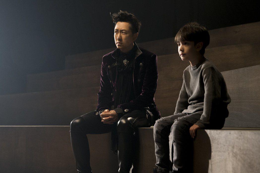 哈林MV找來台、英混血4歲超萌童星伊萊(右)演出。圖/福茂唱片提供